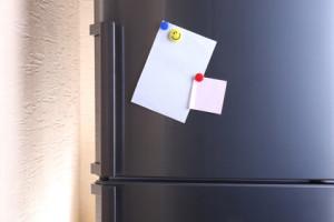 Ist es normal, wenn die Außenseiten des Kühlschrankes heiß sind?